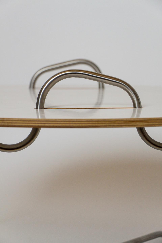 nachhaltiges moebel design salzburg couchtisch wellenreiter edelstahl detail griff
