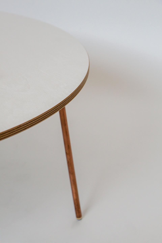 nachhaltiges moebel design salzburg couchtisch wellenreiter kupfer detail bein