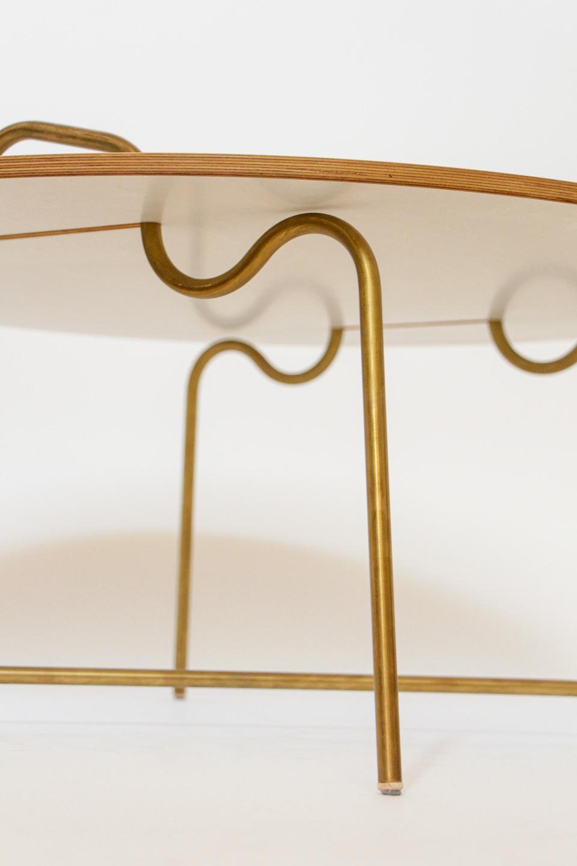 nachhaltiges moebel design salzburg couchtisch wellenreiter messing detail bein