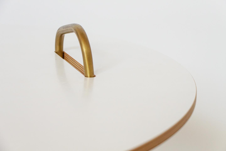 nachhaltiges moebel design salzburg couchtisch wellenreiter messing detail griff