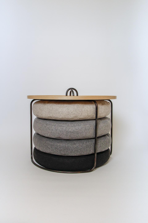 nachhaltiges moebeldesign salzburg couchtisch knopferl stahl schwarz eschenholz grau loden